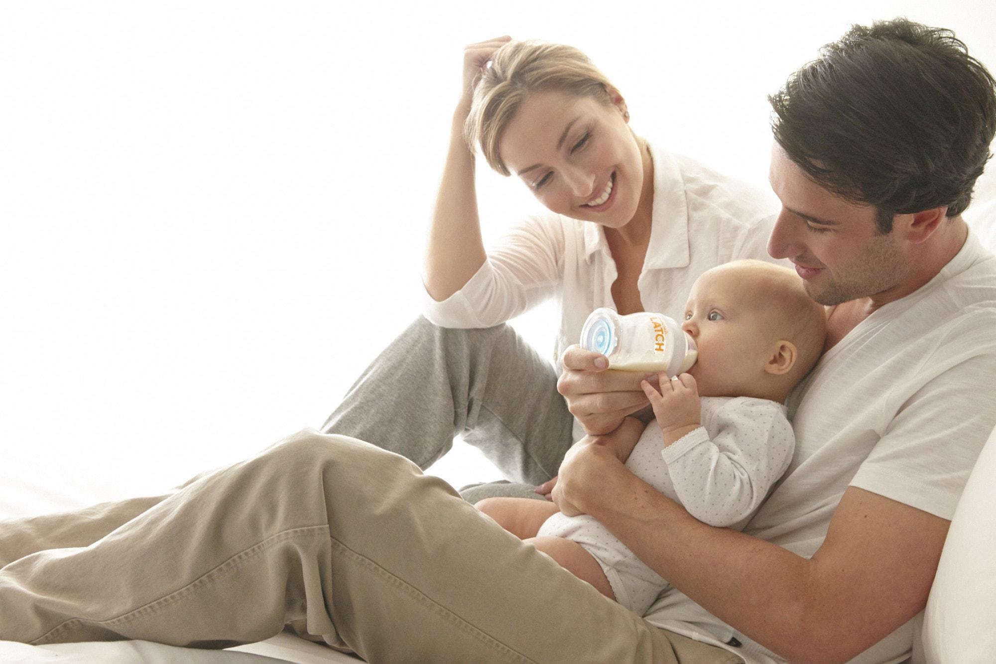 parinti care-si hranesc bebelusul cu lapte praf bun de la elaptepraf.ro-min