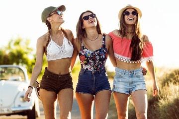 Distractie in grup de fete-min