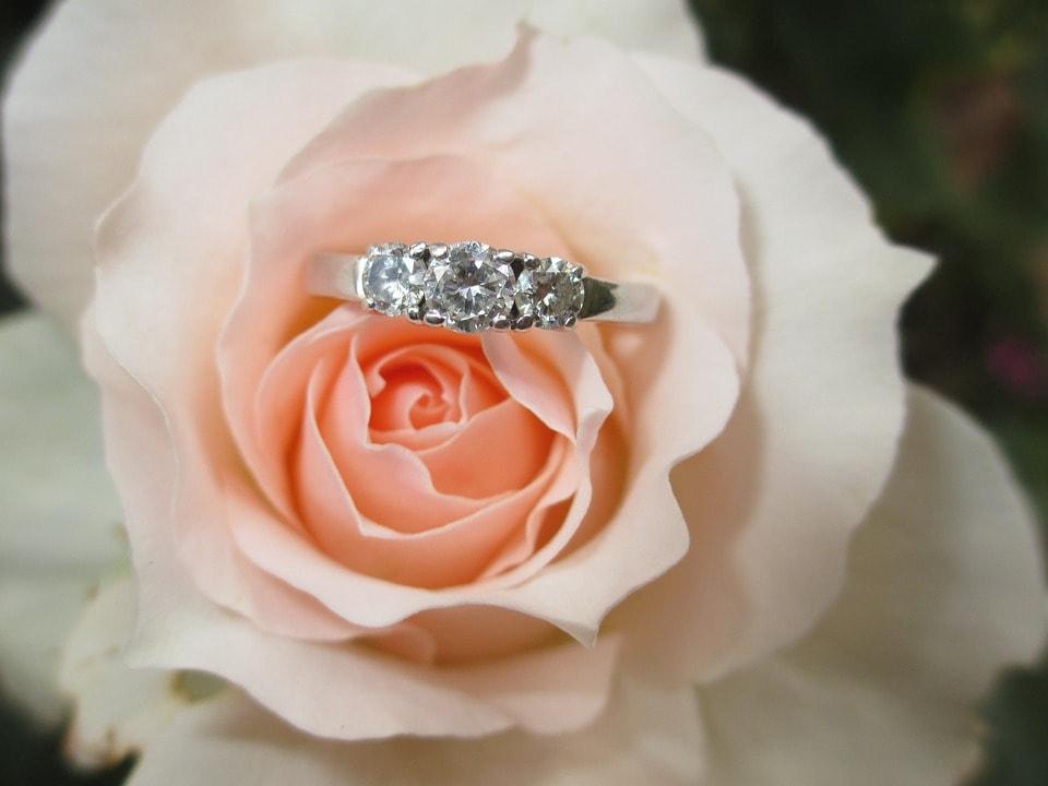 Inel de logodna la rosa-min